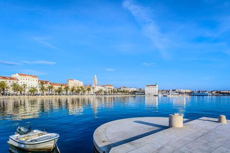 海岸沿い町スプリット クロアチア、ヨーロッパで人気のある観光地。