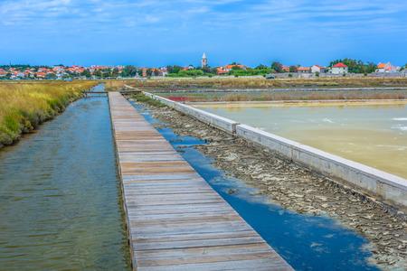 Mening bij zoute gebieden in Nin stad, Kroatië Europa.