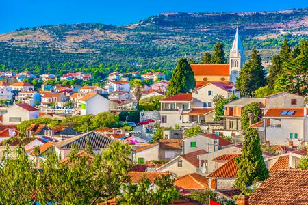 中世の町、クロアチアのダルマチア地域の Rogoznica の空撮。