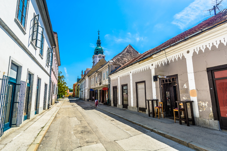 Scenic view at marble traditional street in city center of Karlovac town, Central Croatia. 版權商用圖片 - 106927917
