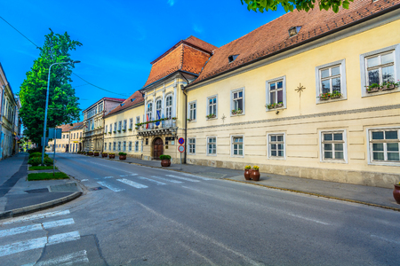 Scenic view at old streets in city center of Krizevci town, Northern Croatia scenery. 版權商用圖片 - 108718169