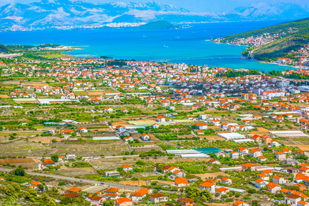 Aerial view at famous cityscape in Dalmatia region, Split Riviera. 版權商用圖片 - 118445832
