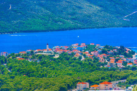 Aerial view at picturesque small place Seget Vranjica in Dalmatia region, Croatia.. 版權商用圖片 - 118445835