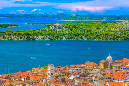 Aerial view at marble cityscape of town Sibenik,  Croatia. 版權商用圖片 - 118445844