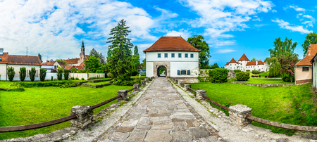 Panorama of old picturesque town Varazdin in Northern Croatia. 版權商用圖片 - 118446017