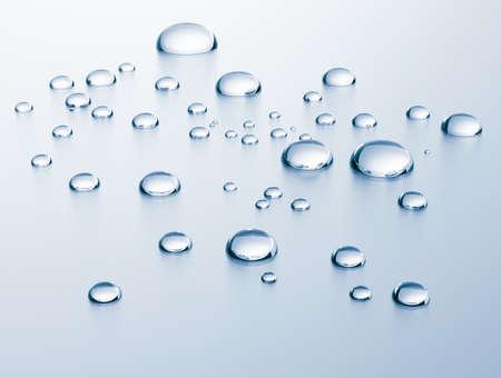 Water druppels op metalen oppervlak. Blauw-grijze kleur.
