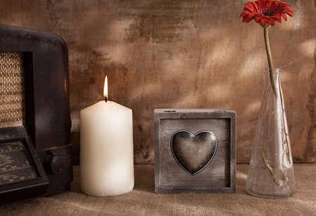 bougie coeur: objets rétro et grunge main sur la vie photographie background.still bois