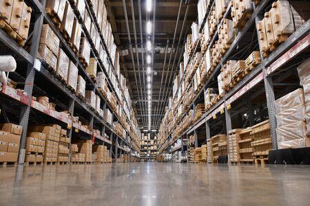 grand entrepôt logistique Éditoriale