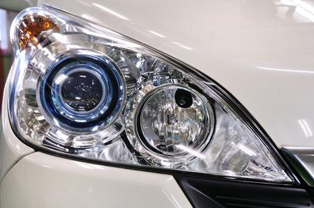 Autoscheinwerfer Standard-Bild - 75179895