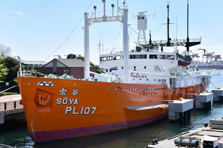 Antarctic research ship