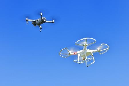 2 drony Zdjęcie Seryjne