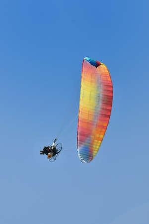 Motor paragliding in flight Stockfoto