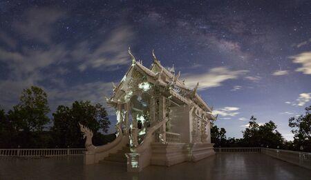 その・ チョム ・ キティ、チェンマイ、タイのワット ・ プラ ・天の川星美しい空の風景します。 写真素材