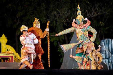 CHIANG MAI, THAILAND - JAN 26, 2019 : Thailand Dancing in masked perform a Thai classic masked ballet ( Khon ), unidentified actors are showing in the traditional Thai dancing at Three Kings Monument. Éditoriale