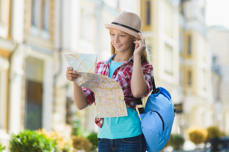 teenage girl looking at map. Tourism and Vacation concept Stockfoto