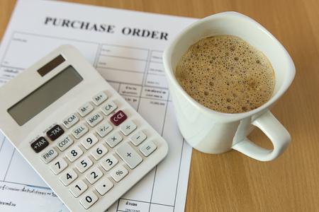 orden de compra: taza de caf� en forma de orden de compra Foto de archivo