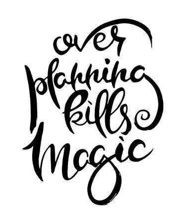 Überplanung tötet Magie. Handbeschriftung Grunge-Karte mit strukturierten handgefertigten Doodle-Buchstaben im Retro-Stil. Handgezeichnete Vintage-Vektor-Typografie-Illustration