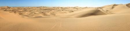 suelo arenoso: Big sand dunes panorama. Desert or beach sand textured background.