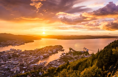 Amazing sunset view of City of Bergen from Floyen mountain. Norway. Imagens