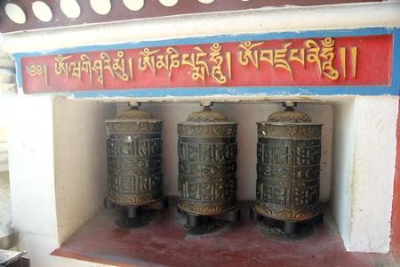 Tree Prayer wheels at Bhuddist temple, Nepal Banco de Imagens
