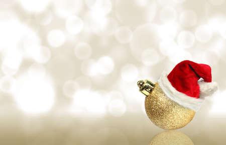 산타 모자와 크리스마스 공 스톡 사진