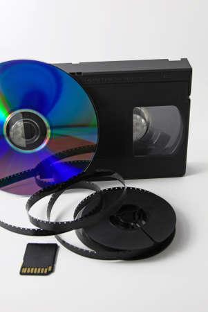 videocassette: Evolución de almacenamiento de datos: la bobina, cinta de video, disco compacto, la tarjeta de memoria Foto de archivo