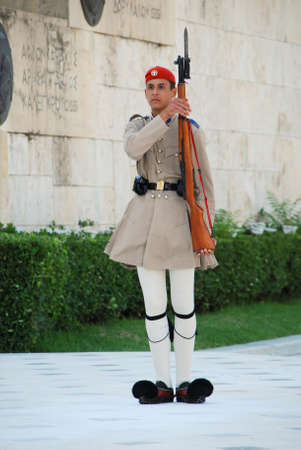 ceremonial clothing: ATHENS, GREECE - AUGUST 6  Evzones sitting on guard in front of the Greek Parliament on August 6, 2013 in Athens, Greece   Editorial
