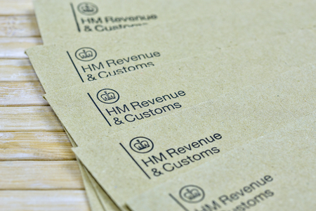 England, UK - August 16 2018: The logo of Her Majestys Revenue and Customs on a envelope. HMRC is a non-ministerial dept of the UK Government. Editorial. 에디토리얼