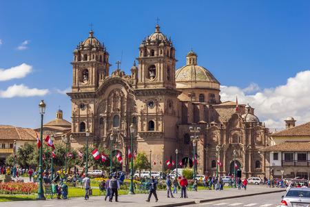 plaza de armas: Cuzco, Peru - July 16, 2013  Society of Jesus church at the Plaza de Armas Editorial