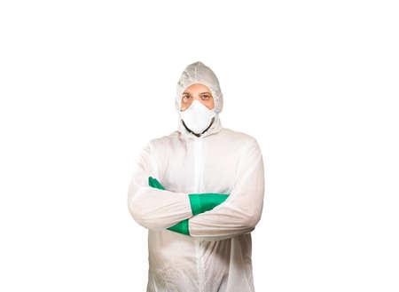 Forensics in beschermende kleding tegen een witte achtergrond