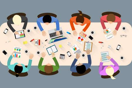 사람들의 그룹은 기업 전략의 아이디어를 브레인 스토밍, 계획을 작업. 사무실 테이블 상위 뷰입니다. 팀웍 창조적 인 사무실 작업 공간. 비즈니스 웹  일러스트