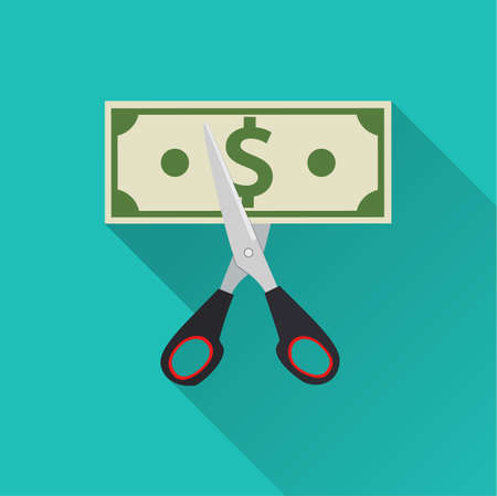 Schaar snijden geld factuur. vector illustratie in platte ontwerp op groene achtergrond met lange schaduw. Het verminderen van kosten concept