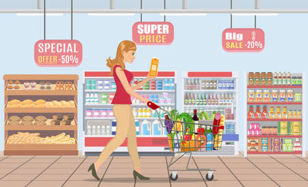 Young woman shopping for groceries Archivio Fotografico - 130097566