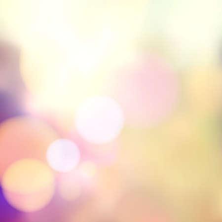 ベクトルぼやけて柔らかい背景写真のボケ効果を持つ。滑らかなやり場のないフィルムの効果。淡いロマンチックなピンクと紫の色調。レトロな光  イラスト・ベクター素材