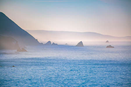 이보기는 빅 서 근처 태평양 연안입니다