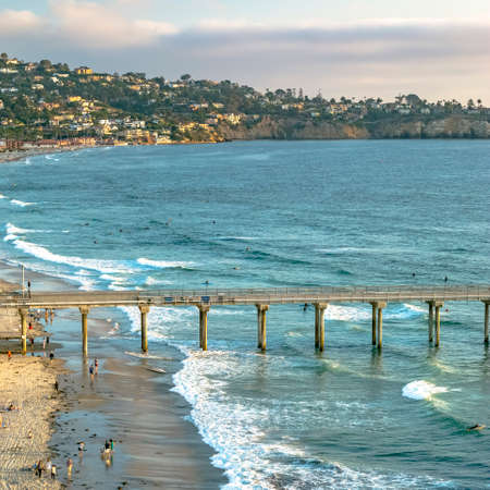 Scripps Pier and coastal homes in San Diego CA Foto de archivo