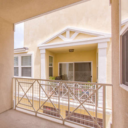 Home with balcony and reflective sliding door Stockfoto