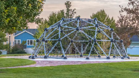 Rope climbing frame with a geodesic dome shape