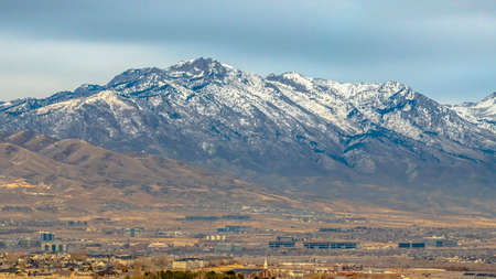 The Mount Timpanogos towering over Utah Valley Imagens