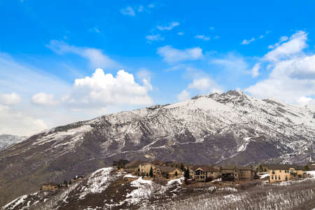 Houses on a mountain dusted with sharp white snow in winter 스톡 콘텐츠