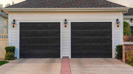 Panorama Double garage with short driveway in day