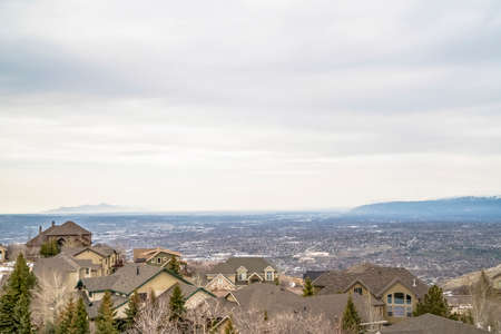 Aerial view of houses in the valley with mountain and horizon in the distance 스톡 콘텐츠