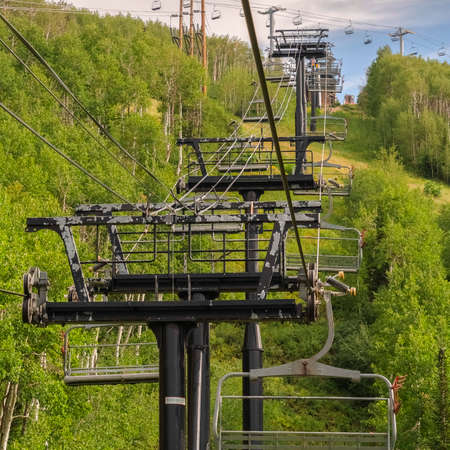 Square Row of chairlifts on cables as transportation at a ski resort in Park City Utah Zdjęcie Seryjne