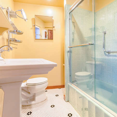 Square frame Small apartment bathroom with very nice upgraded ammenities. Wonderful real estate shoot of southern California home San Diego county. Edited to be bright, warm and cozy 版權商用圖片