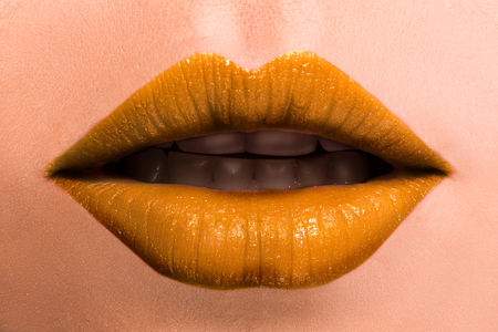 A slightly open mouth, relaxed lips. Beautiful female lips close-up. Banque d'images