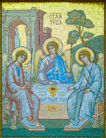 Icône en mosaïque de la Sainte Trinité. Icône en mosaïque de la Sainte Trinité située à l'arrière de la Laure Alexandre Nevski dans la ville de Saint-Pétersbourg, en Russie. Banque d'images