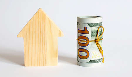 Wooden house block with money. (finance, property and house loan concept). Buying a new home. Standard-Bild