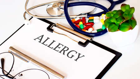 ALLERGY text with Background of Medicaments, Stethoscope Standard-Bild