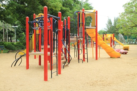 ni�os en recreo: Ni�os colorido patio en el parque Foto de archivo