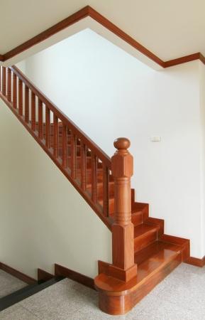 Interior - Escaleras de madera y pasamanos Foto de archivo - 14200742